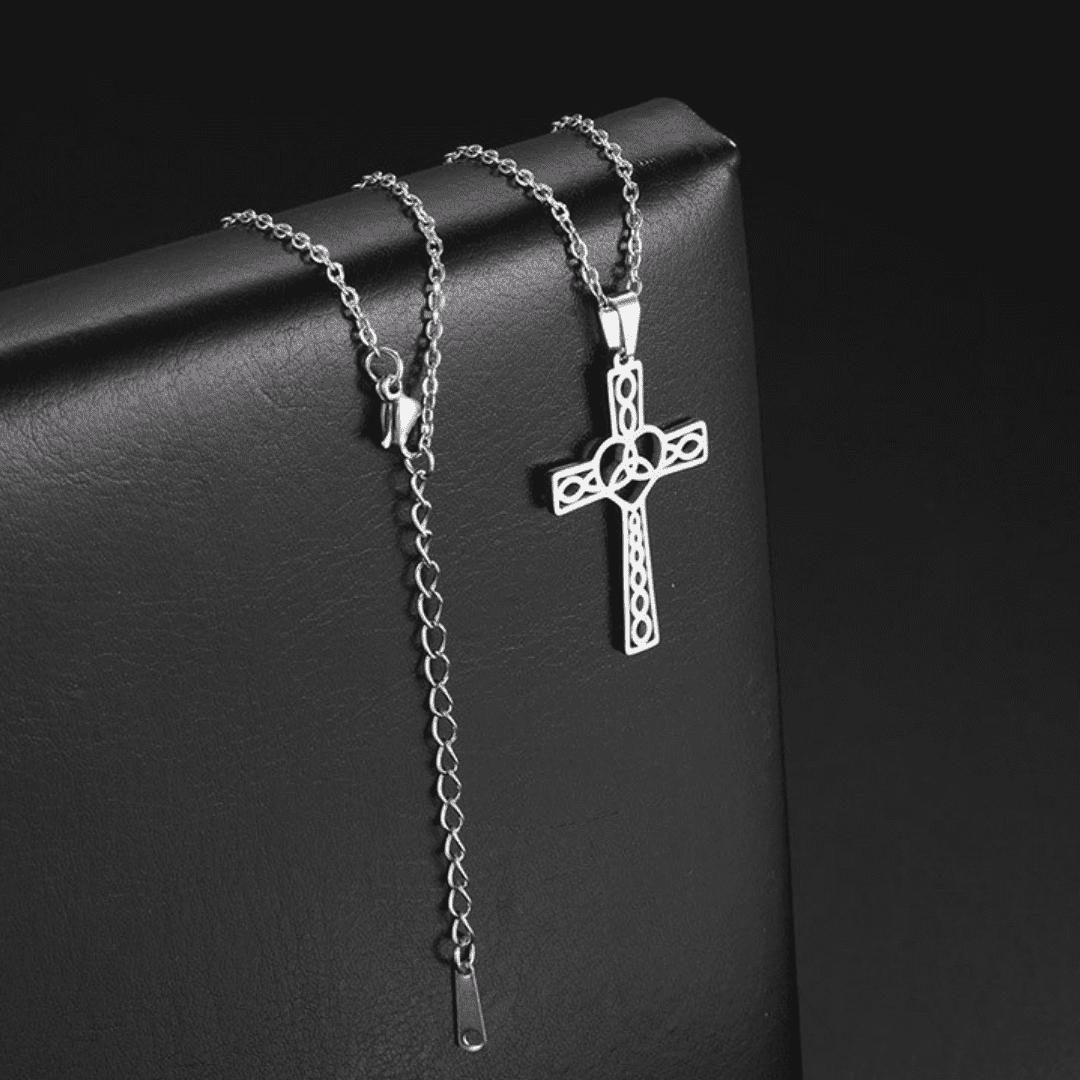 colar com crucifixo feminino ouro em aço inoxidável
