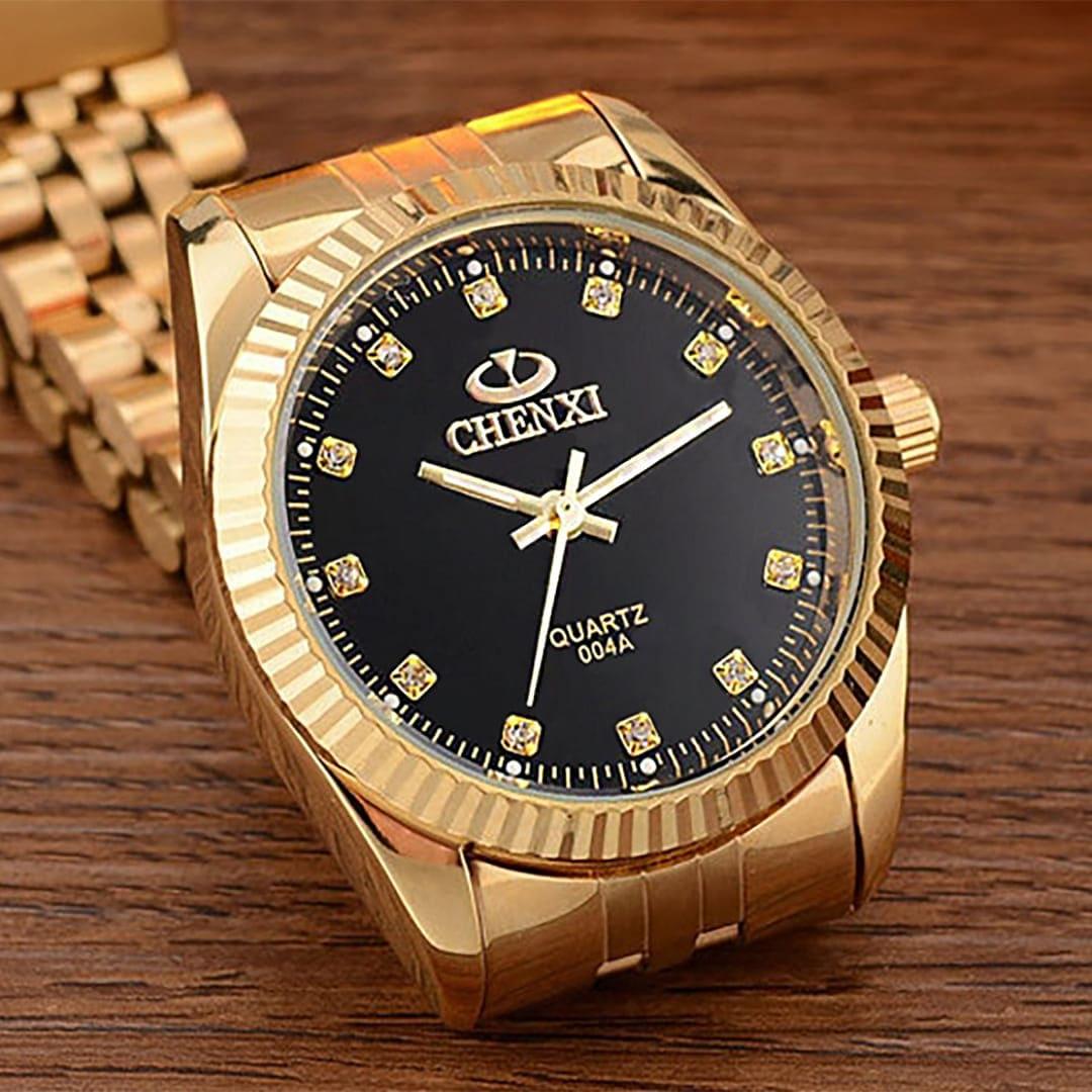Para quem busca complementar seu visual com um acessório de peso, apresentamos o Relógio Möndan Gold. Como o próprio nome já diz, este é um relógio de alto padrão feito para elevar ainda mais seu estilo. Feito em aço inoxidável e com precisão Quartz, além de ser à prova d'água e contar com tecnologia Hardlex.